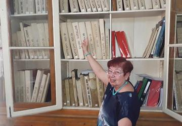 A female attendee who helps with the running of the baptismal registry, a font of valuable information for historians. At the registry one finds the baptismal certificate of St Ġorġ Preca, who was baptised at St Dominic parish church.