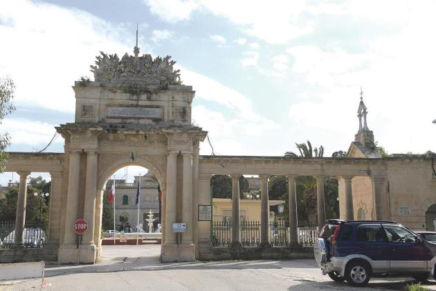 Mount Carmel patients being moved to corridors – union