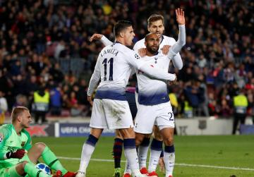 Spurs reach last 16 as Moura snatches draw at Barca