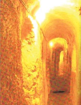 A corridor in St Paul's Catacombs.