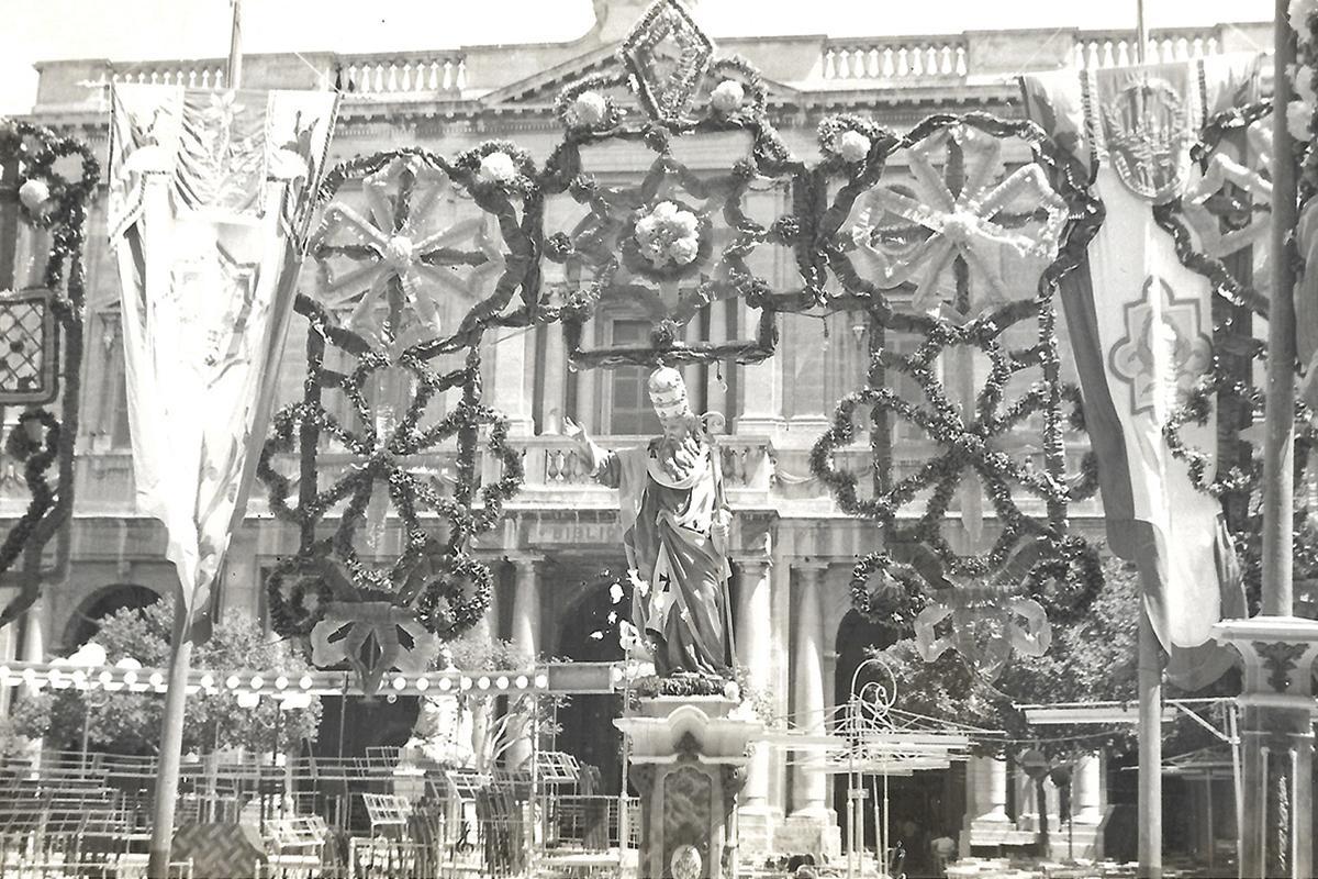 Pjazza Regina (Republic Square) decked out in 1957.