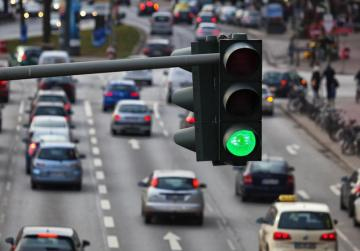 Traffic lights might advise drivers on getting to next lights at green