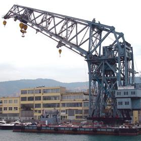 The large floating crane, known as the Langer Heinrich (Long Henry), in Genoa Harbour.