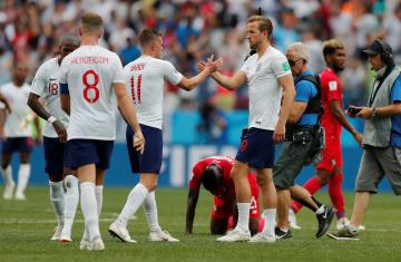 England's Harry Kane and Jamie Vardy celebrate at the end of the match.
