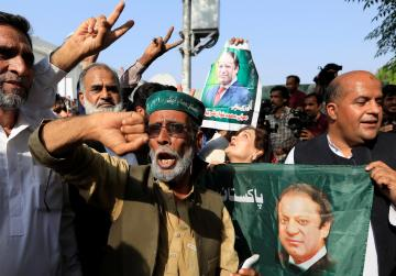Ousted ex-PM Sharif, daughter set to be freed on appeal