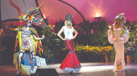 Miss Puerto Rico Mayra Matos (centre)