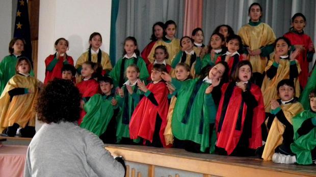 The San Anton Gospel Choir in rehearsal.