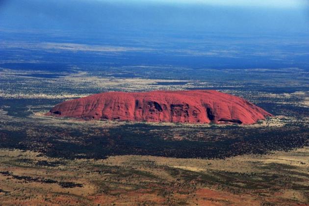 Tourist rush at Australia's Uluru before climb ban