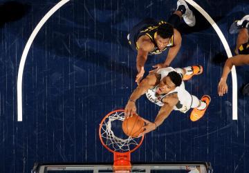 Watch: Bucks star Antetokounmpo dominates, Warriors lose cool and contest