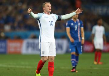 Rooney denies players lost confidence in Hodgson