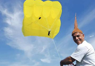 Poetry on the end of a string in Għarb kite festival