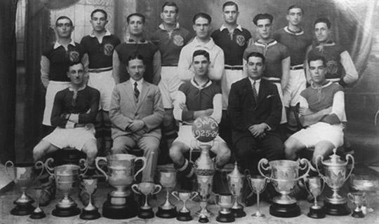 A picture of the Sliema team in 1925-26. Ġianni Mifsud is standing at the back, third from the left.