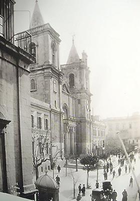 The facade of Saint-Jean Co-Cathedral in the 1930s.