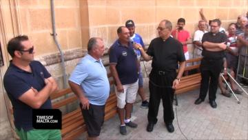 Watch: Group offers €14,000 to carry Mġarr statue in procession