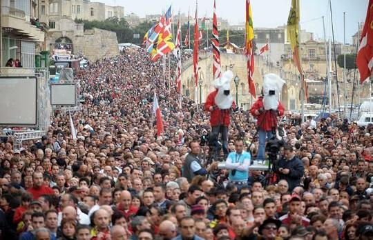 The crowd at Vittoriosa this evening.