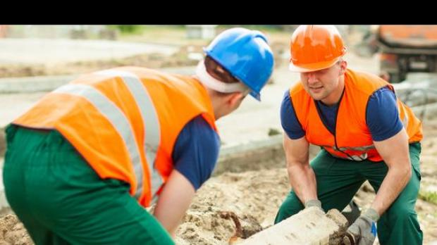 Heavy lifting during youth can double chance of mid life for Four a pain construction