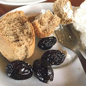 Paximadi (wheat and barley rusks), olives and mizitra cheese: staples of the Cretan diet.