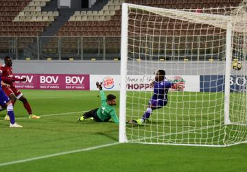 Gżira overcome St Andrews to move top