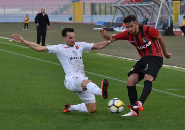 Valletta defender Juan Cruz Gil is moving to Tarxien on loan until the end of the season.