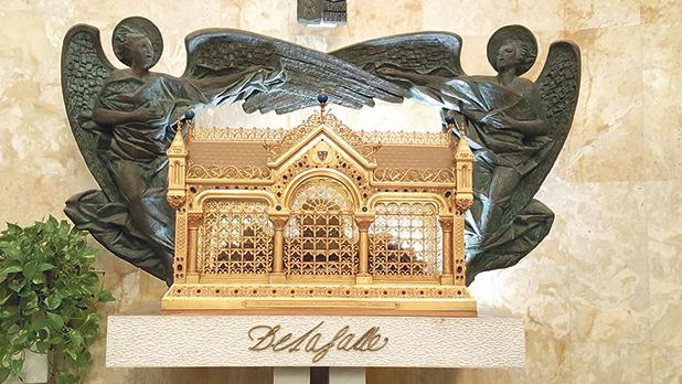 The reliquary containing the mortal remains of St John Baptist De La Salle in the chapel of the Generalate of the Brothers of the Christian Schools, Rome.