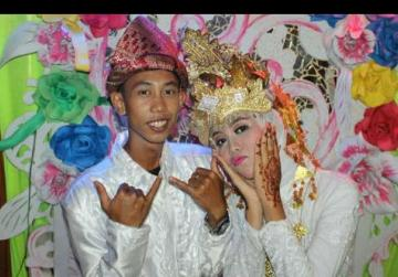 Viral photo prompts Indonesian government moves toward banning child marriage