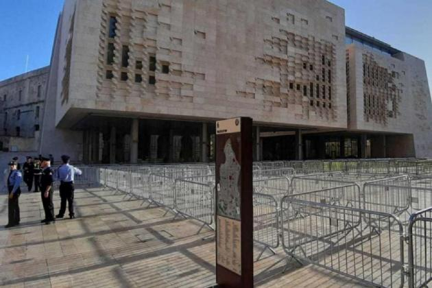 Architects 'disturbed' by barricades at Freedom Square