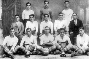 Johnnie Edwards seen here in the colours of the Constitutionals when the Paola club won the Amateur Championship in 1930-31. (Left to right) Victor Miller, Amaira, Johnnie Edwards. (Middle row) Manche, Turu Theobald, Rogantin Pisani, Eddie Miller, Carmelo Gauci. (Front row) Leli Farrugia, Noni Formosa, George West, Tommy Apps, Xerri.