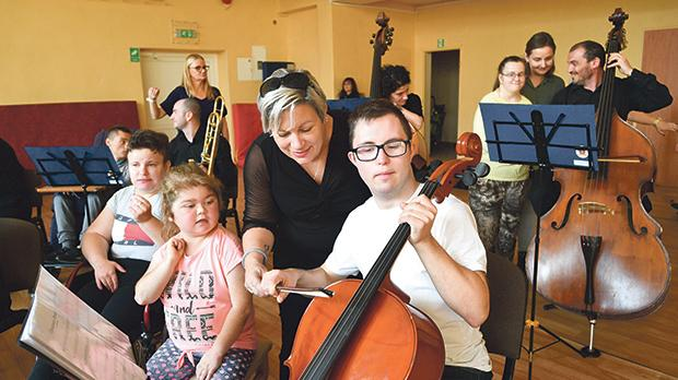 The musicians with students of the Special Needs School in Slupia.