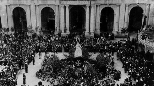 Commemoration ceremony of the death of Queen Victoria in August 1901. The Queen died on January 22 of that year.