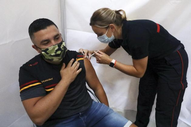 French cabinet approves measures to incite vaccination