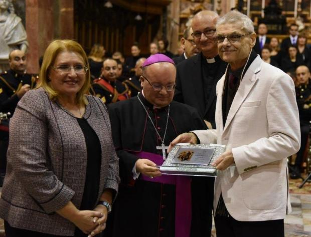 Marcel Pisani receiving the award in the presence of President Marie-Louise Coleiro Preca and Archbishop Charles Scicluna.