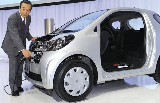 toyota unveils hybrid car push. Black Bedroom Furniture Sets. Home Design Ideas