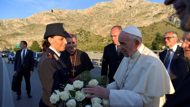 The Pope laid a bouquet at the grave of Giovanni Falcone. Photo: Reuters