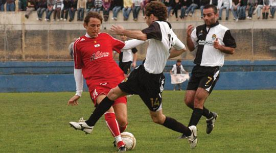 Martin Hanus (left), of Victoria Hotspurs, supplies a pass despite the marking of Sarkis Goncalves. Photo: Charlene Spiteri.