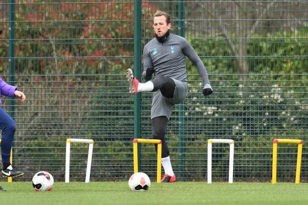 Kane sponsors Leyton Orient shirts with charity messages