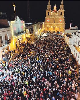 Around 10,000 people kept up the Good Friday penitence and walked 22 kilometres from the Mellieħa parish square to the Floriana Granaries during the night to raise money for Puttinu cancer support group. Photo: Puttinu