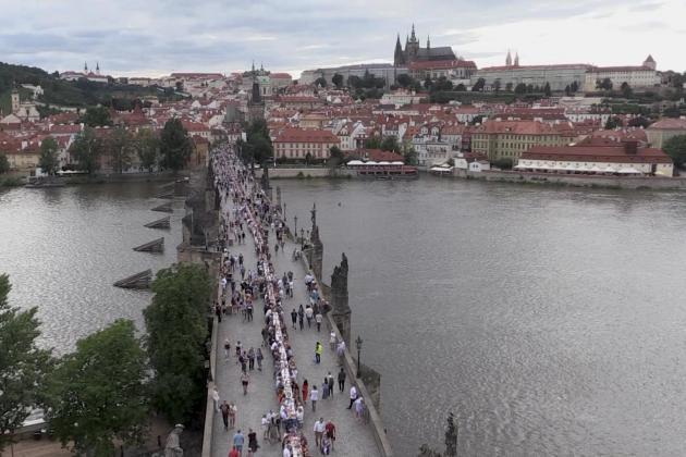 Czechs mark end of lockdown with bridge dinner