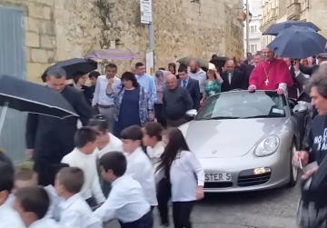 Porsche priest says zany display was 'not an issue'