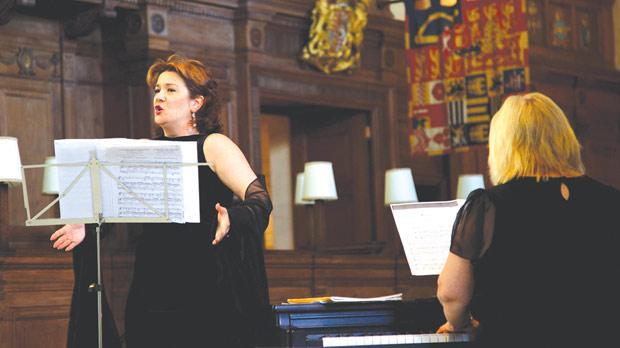 Andriana Fenech-Yordanova is a singer of top notch professionalism.