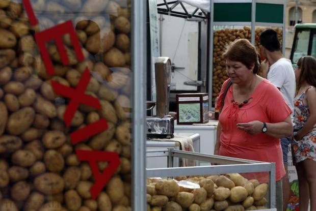 A woman looks at different types of potatoes at the Potato and Agrarian Festival at Gnien il-Warda in Qrendi on May 31. Photo: Darrin Zammit Lupi