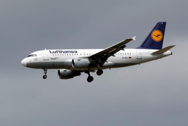 Lufthansa achieves record profits in first half of year