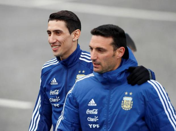 Lionel Scaloni (right) with Argentina player Angel Di Maria.