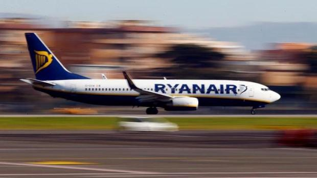 Ryanair website to offer connecting flights to US