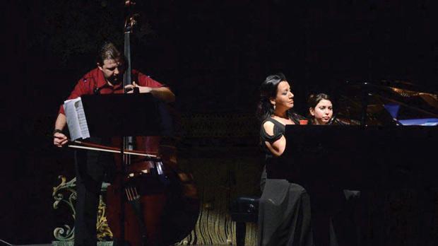 Double-bassist Gjorgji Cincievski and pianist Rosetta De Battista during one of the Paganini pieces.