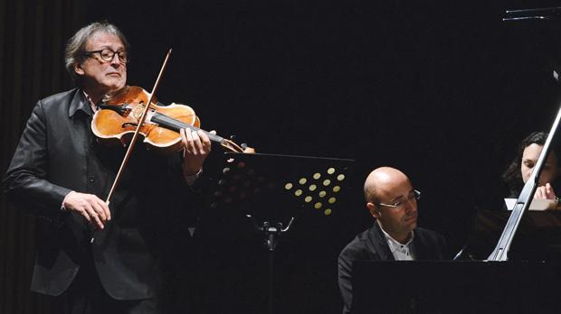Gérard Caussé (left) and Filipe Pinto-Ribeiro performing Weber's Andante e Rondo Ungarese. Photo: Mario Micallef