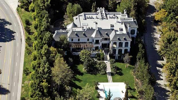 Michael jackson s home goes up for sale at for Michael jackson house for sale