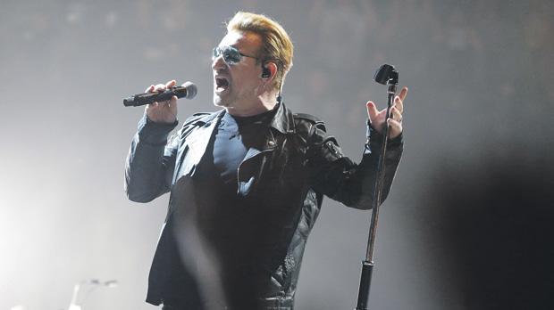 U2 plays concert in Paris