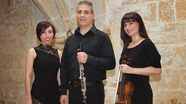 The Equinox Trio specialises in 20th century and contemporary music.