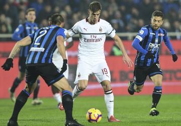 Watch: Piatek wonder strike as Milan stay on Champions League course