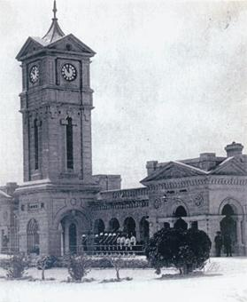 St Andrew's guard room and clock tower with the Highland Quarter Guard, 1912. Photo: Kevin Borg